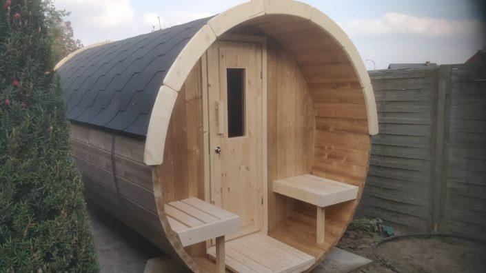 Barrel sauna met zwarte dakshingles